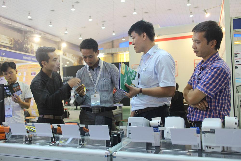 Triển lãm tôn vinh thương hiệu ngành điện - Máy in nhãn Brother - FSI Việt Nam 2015